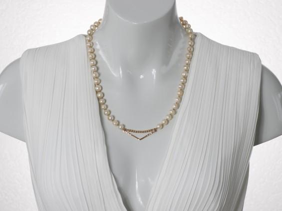 Rose gold pearl necklace