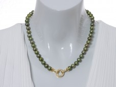 Pearl necklace with zirconia paved clasp